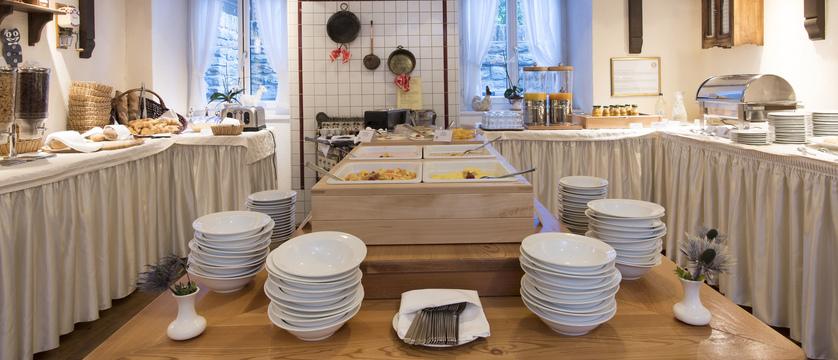 fruehstuecksbuffet-3_sunstar-hotel-saas-fee-schweiz_original_7554.jpg